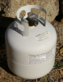English: A standard 20lb propane tank.