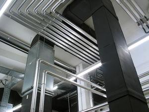 Piping of a boiler-room. Français : Tuyauterie...