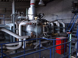 English: Boiler with pipes