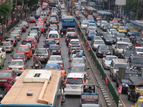 1280px-Bangkok_traffic_by_g-hat.jpg