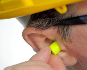Man_inserting_earplugs.jpg