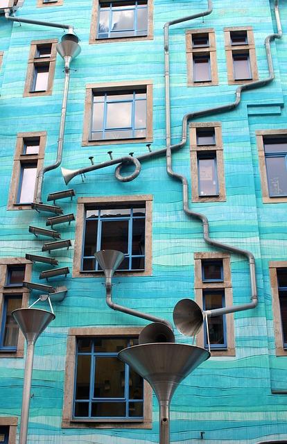facade-2358291_640.jpg